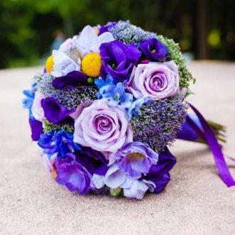 Букет невесты из роз и дельфиниума «Моя любовь»