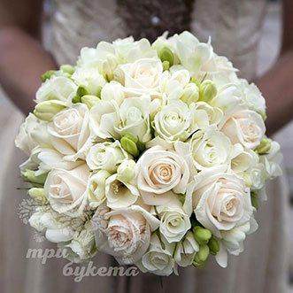 Букет невесты из белых кустовых роз