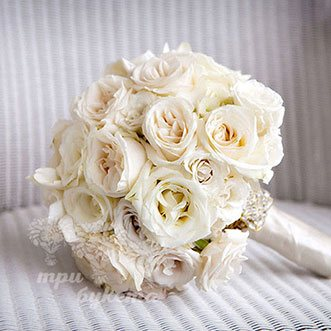 Букет невесты из белых роз