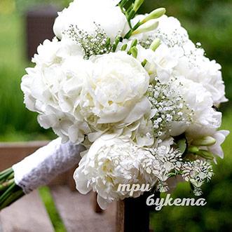 Букет невесты из пионов и гортензии